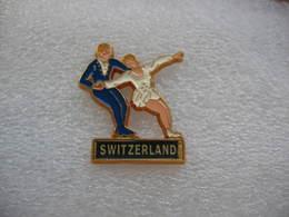 Pin's D'un Couple De Patineurs Sur Glace En Provenance De La Suisse. - Police