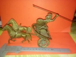 CHAR ROMAIN OU GREC SOLDAT OU GLADIATEUR En LAITON Et Son ATTELAGE à Datée  Non Nettoyé VOIR PHOTOS - Bronzes
