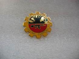 Pin's Arsenal Cantonal, Fusils Ect.... - Police
