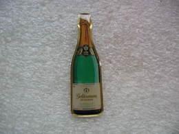 Pin's Bouteille De Champagne De Fabrication GELDERMANN En Allemagne. - Beverages