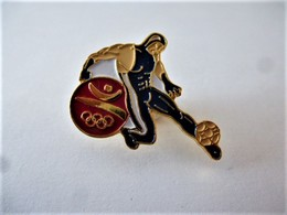 Rare PINS JEUX OLYMPIQUES BARCELONE  FOOTBALL / Signé  1988 COOB 92 SA / 33NAT - Jeux Olympiques