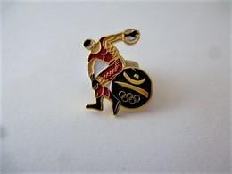 Rare PINS JEUX OLYMPIQUES BARCELONE ATHLETISME  DISQUE / Signé  1988 COOB 92 SA / 33NAT - Jeux Olympiques