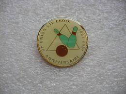 """Pin's Du 40eme Anniversaire Du Club De Bowling """"Union Sainte Croix"""" 1952-1992 - Bowling"""