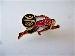 Rare PINS JEUX OLYMPIQUES BARCELONE ATHLETISME   / Signé  1988 COOB 92 SA / 33NAT - Jeux Olympiques