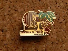 Pin's -  VIGNOBLE DE FRANCE - DANNEMARIE HAUT RHIN - Beverages