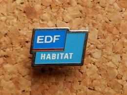 Pin's -  EDF HABITAT - EDF GDF