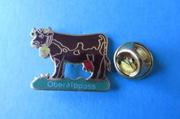 Pin's, Animaux,Vache,Veau, OBERALPPASS, Kuh, Kalb, Rind - Animals