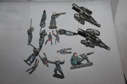 Petit Lot De Soldats De Plomb - Tin Soldiers