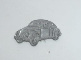 Pin's VOLKSWAGEN COCCINELLE BRUTE - Volkswagen