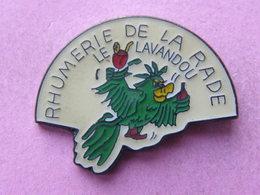 PIN'S    RHUMERIE DE LA RADE - LE LAVANDOU  PERROQUET -   -  Animaux, Perroquet  (20) - Animals