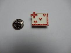 Superbe Pin's , Médical , Croix Rouge Française , Pierrelatte , Saint Paul Trois Châteaux , Drôme - Medical