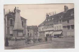 10 - CHAOURCE / PLACE DE L'EGLISE ET LE MONUMENT - Chaource