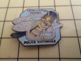 Pin811a Pin's Pins / Beau Et Rare / POLICE NATIONALE LEVALLOIS PERRET ABEILLE AVEC MATRAQUE Les Amis Des Balkany ? - Police