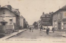 SAINT DIE       LA RUE D ALSACE ET CASERNE KELLERMANN - Saint Die
