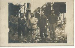 Carte Photo, Groupe De Soldat Dans Les Ruines De Massige - Non Classés