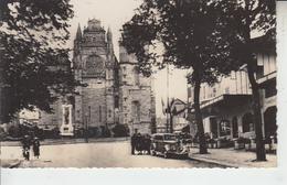 RODEZ - Avenue V. Hugo Et Place D'Armes ( Voiture ) - Rodez