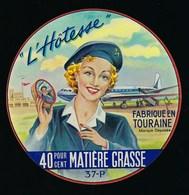 """Etiquette Fromage  L'Hotesse  Fabriqué En Touraine 37-P  Signé Jub  """"hotesse De L'air, Avion"""" - Cheese"""