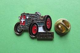 Pin's,HURLIMANN, HÜRLIMANN,4TD 70 1946,Tractor,Trattore,Traktor,machine Agricole,limité - Transportation