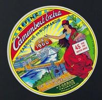 """Etiquette Fromage Camembert Extra Fabriqué En Normandie  Le 1900  Le Baron Dutacq à Corbon Calvados """"femme"""" - Cheese"""