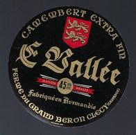 Etiquette Fromage Camembert  Normandie  Le Vallée Ferme Du Grand Baron Clecy Calvados 14 - Cheese