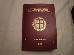 Greece Biometric Passport Reisepass Passeport Missing The 1st Photo Page #3 - Documents Historiques