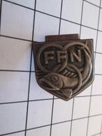 Pas Pin's Mais BROCHE : Broche Ancienne FFN FEDERATION FRANCAISE DE NATATION - Swimming