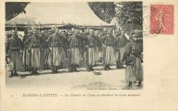 78 MAISONS-LAFITTE ZOUAVES AU CAMP EN ATTENDANT GARDE MONTANTE - Maisons-Laffitte