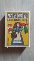 Zündholzschachtel Mit Einer Einkaufenden Frau (VÉGÉ) Aus Deutschland - Zündholzschachteln