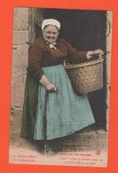 ET/175 NORMANDIE PITTORESQUE 1745 GOUBEY CHEZ LE PREMIER COUP / Carte Colorisée Femme Coiffe Panier écrite - Personnages