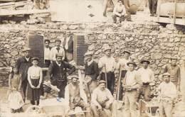 MARNE  51  EPERNAY  CONSTRUCTION DE MAISON  CARTE PHOTO  VOIR TEXTE: LES MACONS SONT EN GREVE - POLITIQUE - Epernay