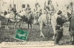COMPIEGNE FETES EN L'HONNEUR DE JEANNE D'ARC 1909 N°41  L'HEROINE SUR SON DESTRIER BLANC  HAUT ET FERME SON ETENDARD - Compiegne