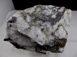 WOLFRAMITE ET CHALCOPYRITE DANS QUARTZ BLANC GRAS  11,5 X 7,5 Cm BANCAREL - Minerals
