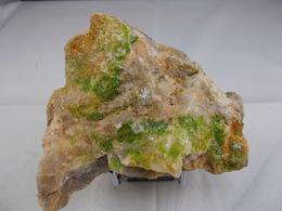 PYROMORPHITE SUR BARYTINE ET QUARTZ (RV) 8,5 X 6,5 Cm AUROUZE - Minerals