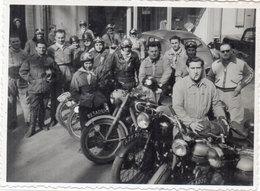 MOTOS - Photo Non Localisée D' Une Concentration De Motocyclistes - Immatriculation : 223 AD 30 - 500 AC 30  (105055) - Photos