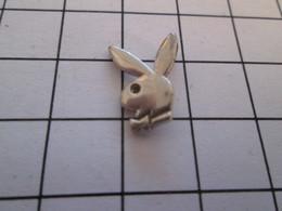 Pas Pin's Mais PENDENTIF à Mettre Avec Une Chaine LAPIN BUNNY PLAY-BOY - Animals