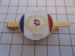 Etat Neuf : PINCE DE CRAVATE METAL JAUNE BICENTENAIRE REVOLUTION FRANCAISE 1789 1989 - Boutons De Col /de Manchettes