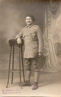 84Vx   Carte Photo Soldat Du 51 Eme Ou 54 Eme ? Médaille Ph. Mounier à Forcalquier - Uniformen