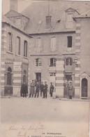 EVREUX CASERNE D'INFANTERIE BELLE ANIMATION DOS SIMPLE 1905 ACHAT IMMEDIAT - Evreux