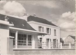 D72 - LAMNAY - LA MAIRIE-ECOLE - (CERTAINEMENT LE MAITRE D'ECOLE SUR LE PAS DE PORTE) - CPSM Grand Format - France