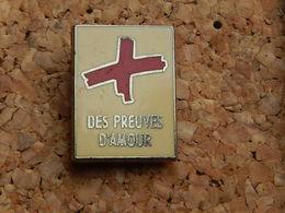 Pin's - CROIX ROUGE -  DES PREUVES D'AMOUR - Medical