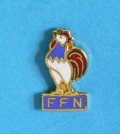 1 PIN'S //   ** F.F.N. ** FÉDÉRATION FRANÇAISE DE NATATION ** - Swimming