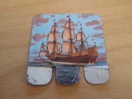 PLAQUETTE METALLIQUE ANNEES 60 HUILOR SAMO CREMOLIVE LE CHAT / 1637 SOVEREIGN OF THE SEAS - Other