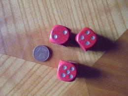 3 Dés En Bois Couleur Rouge - Jeux De Société