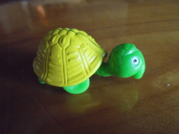 Ancien-jouet-Kinder-Tortue-à-roulette-TF-98 - Montables
