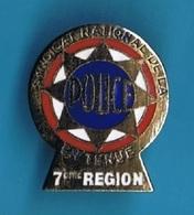 1 PIN'S //  ** SYNDICAT NATIONAL / DE LA POLICE EN TENUE // 7ème RÉGION ** - Police