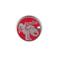 Jeton De Caddie  Argenté  Fond  Rouge  étranger  SMILE Société Par Actions Simplifiée  Avec  Un  Animal  CHIEN - Trolley Token/Shopping Trolley Chip