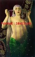 Reproduction D'une Photographie D'une Danseuse Orientale Au Torse Nu - Reproductions