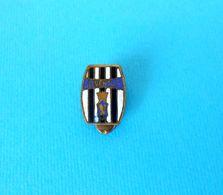 JUVENTUS FC - Italy Football Soccer Club Old Enamel Buttonhole Pin Badge Fussball Futbol Calcio Distintivo Italia Spilla - Football