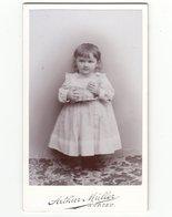 CDV Photo Deutschland Um 1900: Niedliches Kleines Mädchen Mit Blechspielzeug - Fotograf: Arthur Müller, Wurzen - Photographs