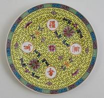 Kínai Porcelán Tányér, Kézzel Festett, Jelzett, Apró Kopásokkal, D: 26 Cm - Ceramics & Pottery